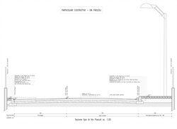 Sezione della strada con evidenziato lo stato di fatto e quello di progetto (rifacimento del marciapiede e  della strada, impianto di illuminazione)