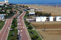 Area pedonale sul lungomare della spiaggia di Bibione